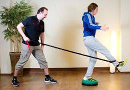 Funktionelles Training für Fussballerinnen - Ausgangsposition Beinstreckung exzentrisch
