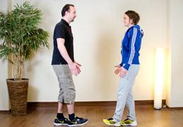 Funktionelles Training für Fussballerinnen - Ausgangsposition exz. Kniebeuge