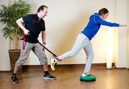 Funktionelles Training für Fussballerinnen - Endposition Beinstreckung exzentrisch