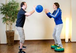 Funktionelles Training für Fussballerinnen - Zwischenposition Medizinball