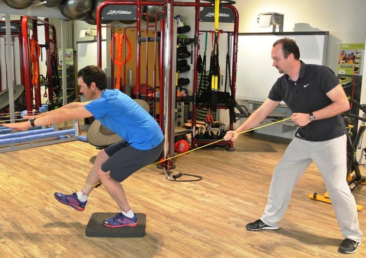 Einbein-Kniebeugen mit Aktivierung Hüftbeuger Endposition