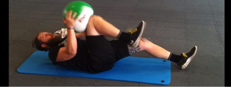 Medizinball Training - Impact Sit-Up Knee 2 Ball